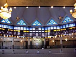 国立回教寺院の大ホール、暑い時はクーラーつけるらしい