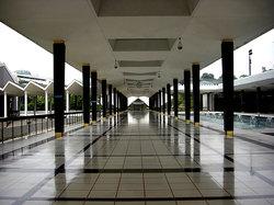 静かな国立回教寺院の廊下
