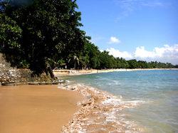 ヌサドゥア地区の海は波が穏やかで、泳ぐのに最適