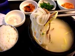 仁川空港4Fのフードコードにて、牛骨スープセット