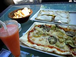 サテリアレストランのピザ